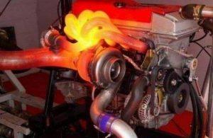 Hva er motorens hjelpekjølevæskepumpe?
